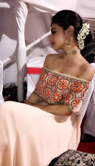 Mouni Roy, Naagin, Naagin 2 actress, Mouni Roy, naagin actress mouni, Mouni Roy with Family, Mouni Roy with Friends, Mouni Enjoying Her Diwali, See Mouni Roy HD Pictures, Mouni Roy, Naagin, Naagin 2 actress, Mouni Roy, naagin actress mouni, Mouni Roy with Family, Mouni Roy with Friends, Mouni Enjoying Her Diwali, See Mouni Roy HD Pictures, bollywood news in hindi, television news in hindi