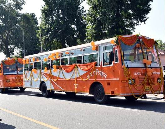 bhagwa bus, bhagwa bus In up, bhagwa bus on UP Road, yogi adityanath, yogi adityanath bus, yogi adityanath bus service, yogi adityanath seva sankalp, yogi adityanath sankalp bus, sankalp seva bus