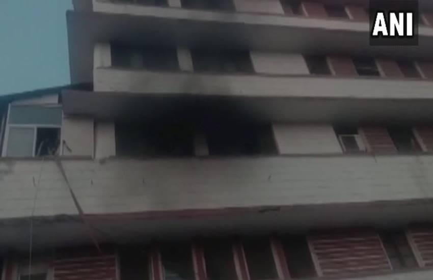 Heavy Fire, fire, Heavy Fire in ICU, ICU fire, Indore hospital, fire in Indore hospital, Children Rescued, Children were Rescued from ICU, Newborn baby, Newborn baby ICU, Newborn baby ICU Fire, State news