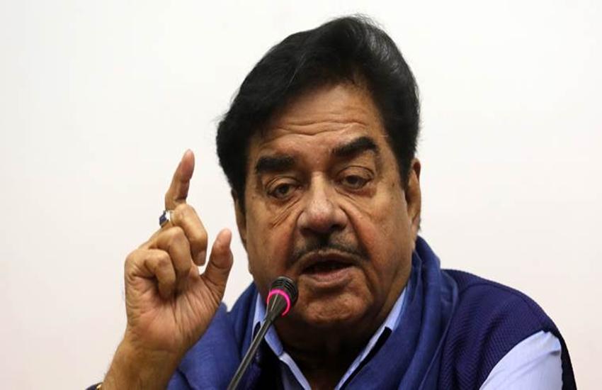 Shatrughan Sinha, Shatrughan Sinha Residence, BMC, BMC action, Illegal Construction, Illegal Construction of Shatrughan Sinha, BMC Threw Illegal Extension, BJP MP Shatrughan Sinha, National news
