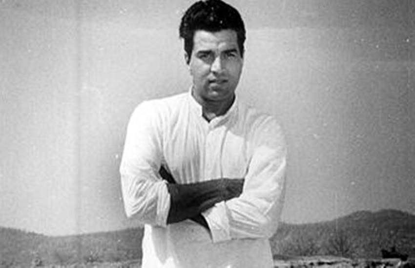 Dharmendra, Bollywood, drinking, entire bottle, medicine for eradication of hunger, Dharmendra drinking medicine for eradication of hunger, Bollywood News, Bollywood News in Hindi