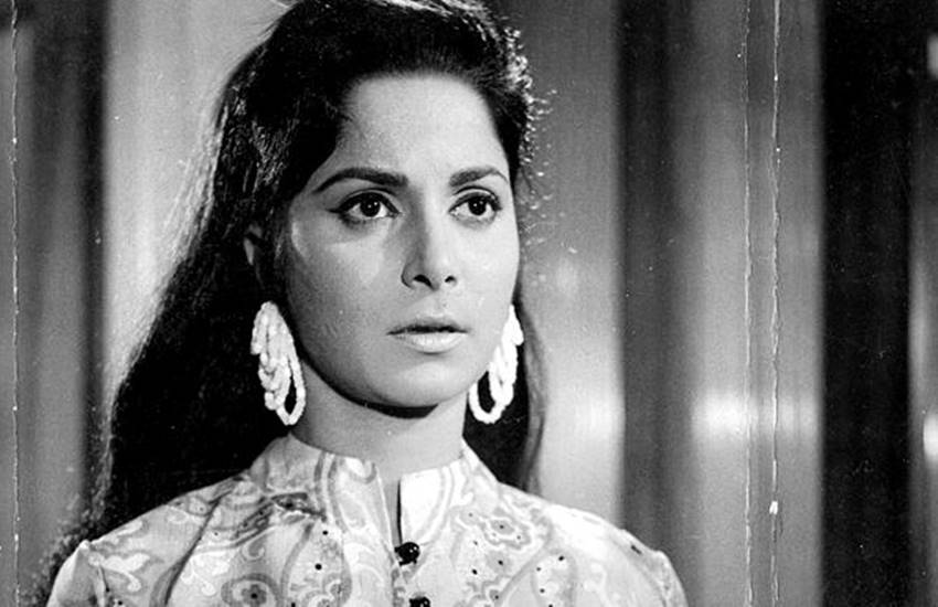 Waheeda Rehman, Bollywood, unknown person entered Waheeda Rehman House, unknown person entered Waheeda Rehman called his wife