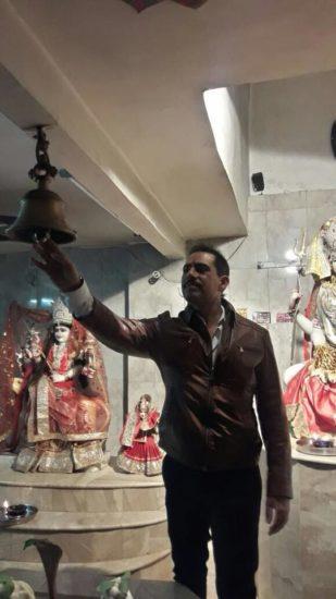 प्रियंका गांधी के बर्थडे से पहले मंदिर में आशीर्वाद लेने पहुंचे रॉबर्ट वाड्रा, देखें PHOTOS