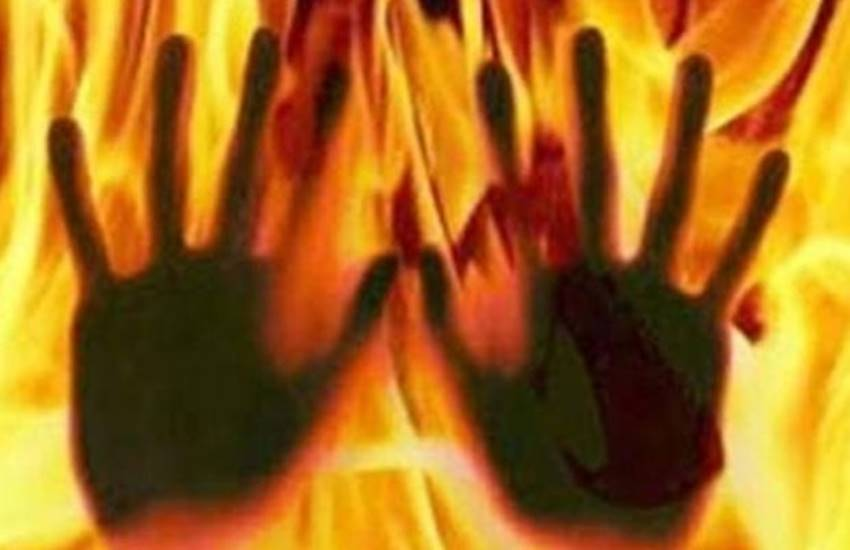Fire, set fire, relatives of the victim, Taken Into Custody, Rape Case, Rape Case in up, up police, Girl Set Fire Herself, took the relatives, case of gang rape, crime news, state news