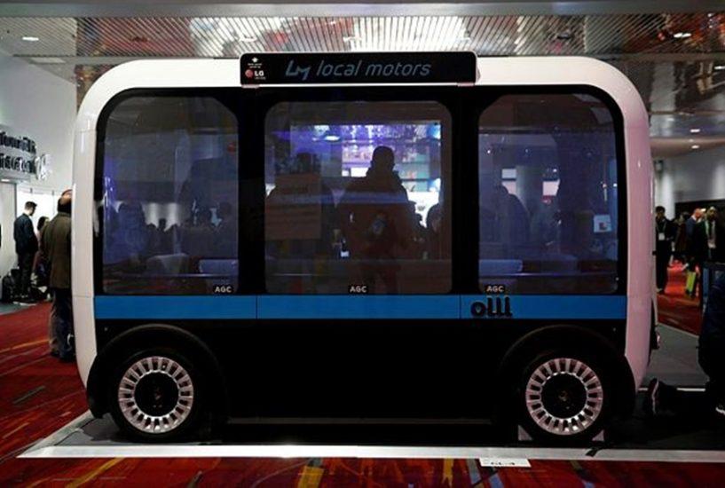 बस भी आ गई है। बस में बैठो और निकल पड़ो। इसमें ड्राइवर और कंडक्टर का इंतजार नहीं करना पड़ेगा। (फोटो सोर्स - एपी)