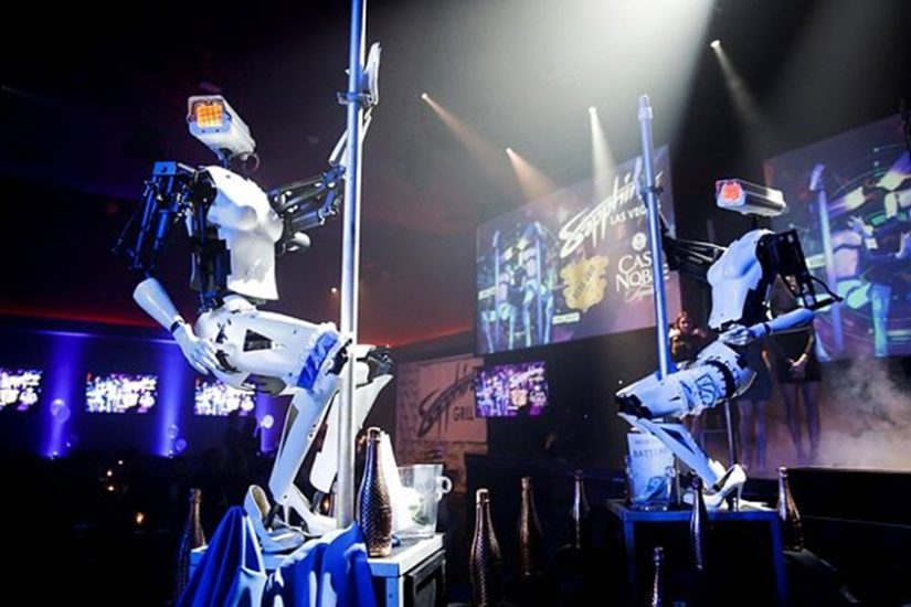 पोल डांस लड़कियों को करते देखा या सुना होगा। लेकिन यह काम अब रोबोट भी करेंगे। यानी इस मामले में भी रोबोट हावी होने वाले हैं। (फोटो सोर्स - एपी)