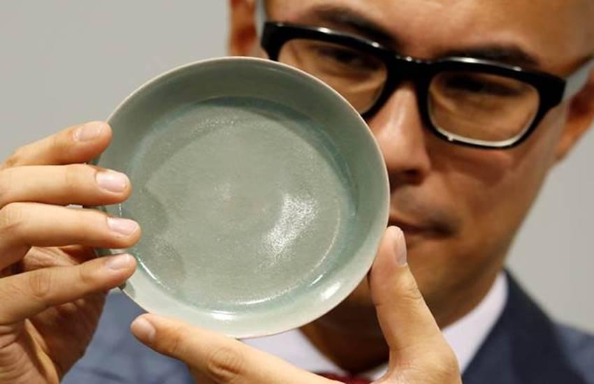 Bowl, Bowl in china, A Bowl of China, 3.04 Million Dollar, Auction for 3.04 Crore Dollar, Hong Kong, Hong Kong auction, auction, auction in china, China Dynasty, China Dynasty bowl, international news