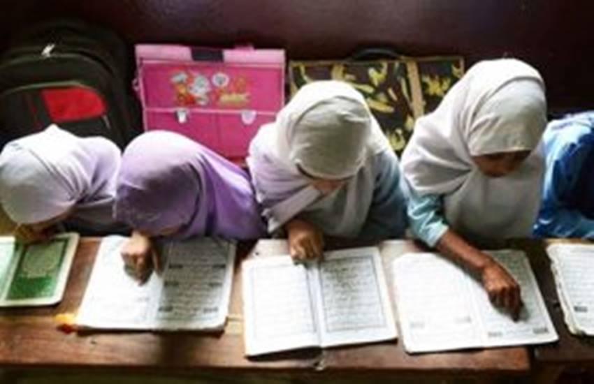 Kerala, Kerala girl, Kerala muslim girl suspended from madarsa, bindi, tika, teeka, THIRUVANANTHAPURAM, hindi news, News in Hindi, Jansatta