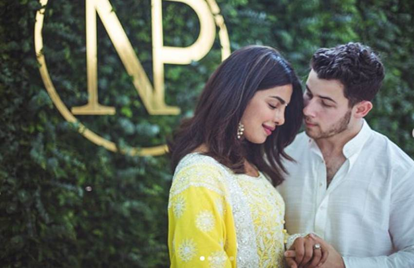 priyanka nick engagement, priyanka nick engagement cake, priyanka nick engagement cake photos, priyanka nick engagement details, priyanka nick engagement latest, priyanka nick cake gold