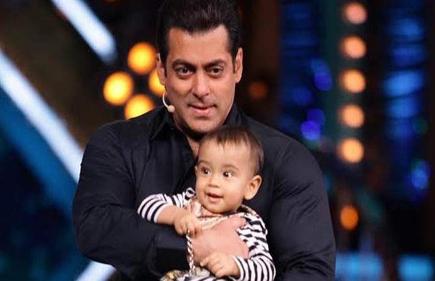 Salman Khan. Salman Khan video, Salman Khan Loveratri trailer launch, Salman Khan nephew, Salman Khan dance, Salman Khan and Ahil, Salman Khan dances with Ahil