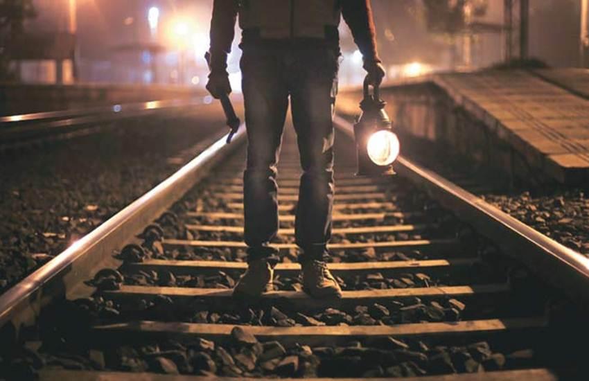 Indian Railways, IR, Gangmen, Train, Stop, Crackers, Danger, Accident, Rail Track, Crack, Alert, Detonator, Burst, Run, Loco Pilot, Train Driver, Safe Journey, Safe Tracks, IRCTC, Utility News, Hindi News
