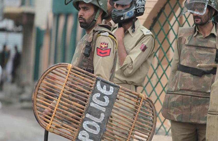 JK Policeman Wife Moving Post, Police Man Wife, Arifa Tausif, Emotional Post, Husband, Wait, Lie, Kids, Parents, Family, Terror, Festival, Jammu and Kashmir Police, Jammu and Kashmir, State News, Hindi News