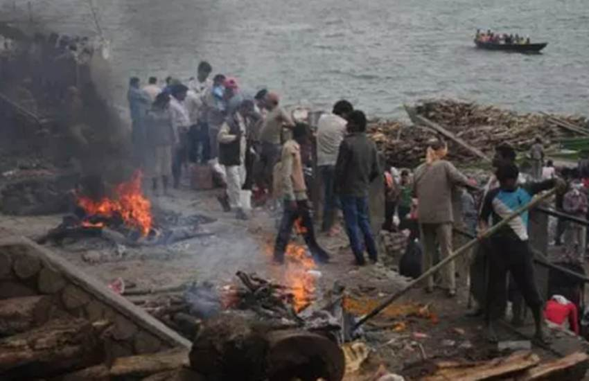 Manikarnika Ghat, Flood, Water, Level, Ganga, Rise, Cremation, Wait, Varanasi, Uttar Pradesh, State News, Hindi News