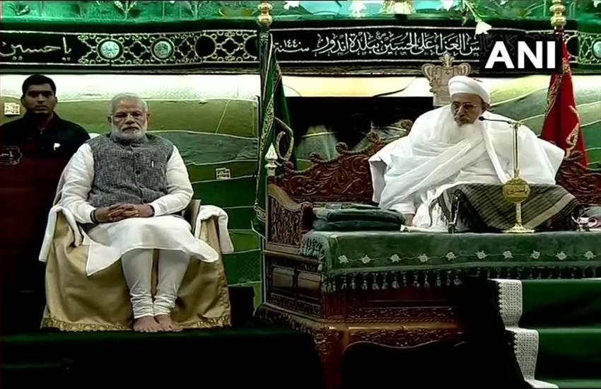 Narendra Modi in Mosque, Narendra Modi, Prime Minister, PM Modi, Mosque, Dawoodi Bohras Community, Programme, Saifuddin Programme, Indore, Madhya Pradesh, State News, National News, India News, Hindi News, मस्जिद में प्रधानमंत्री नरेंद्र मोदी, मस्जिद में पीएम मोदी, नरेंद्र मोदी, मस्जिद, इंदौर, मध्य प्रदेश, शिवराज सिंह चौहान, मुख्यमंत्री, राज्य समाचार, भारत समाचार, हिंदी समाचार