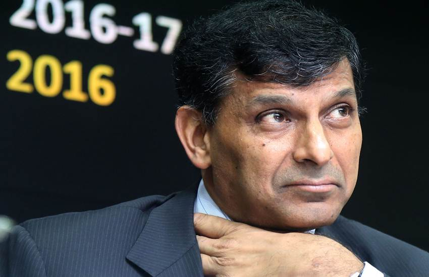 Economical Growth, Economy, Growth, Decline, Raghuram Rajan, Former RBI Governor, Policy, RBI, NPA, Banks, Industry, Credit, Loan, Large Scale Industries, Small Scale Industries, Medium Scale Industries, Niti Aayog, Vice Chairman, Rajiv Kumar, Claim, Business News, National News, Hindi News