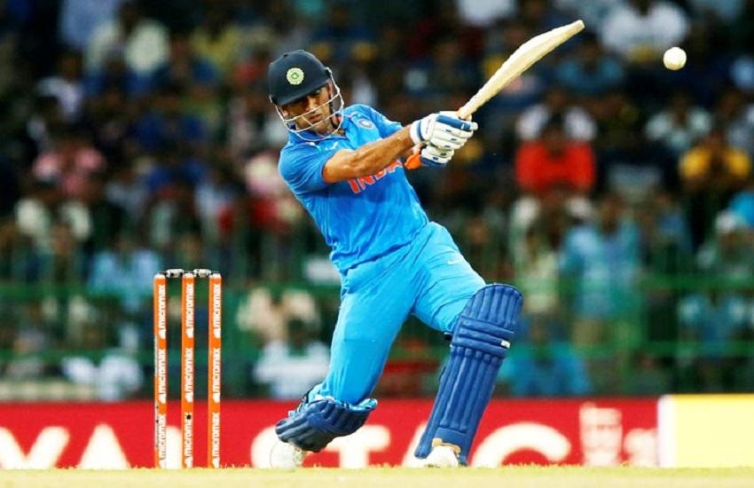 ind vs aus, india vs australia, ind vs aus 1st odi, ms dhoni, ms dhoni bat two bat of ms dhoni,
