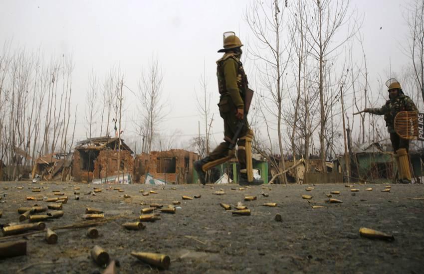 Jammu and Kashmir, Encounter, India, Security Forces, Success, Pakistan, Terrorists, Lashkar e Taiba, Hizbul Mujahideen, Pulwama, Lal Chowk, Srinagar, JK, State News, Breaking News, Hindi News