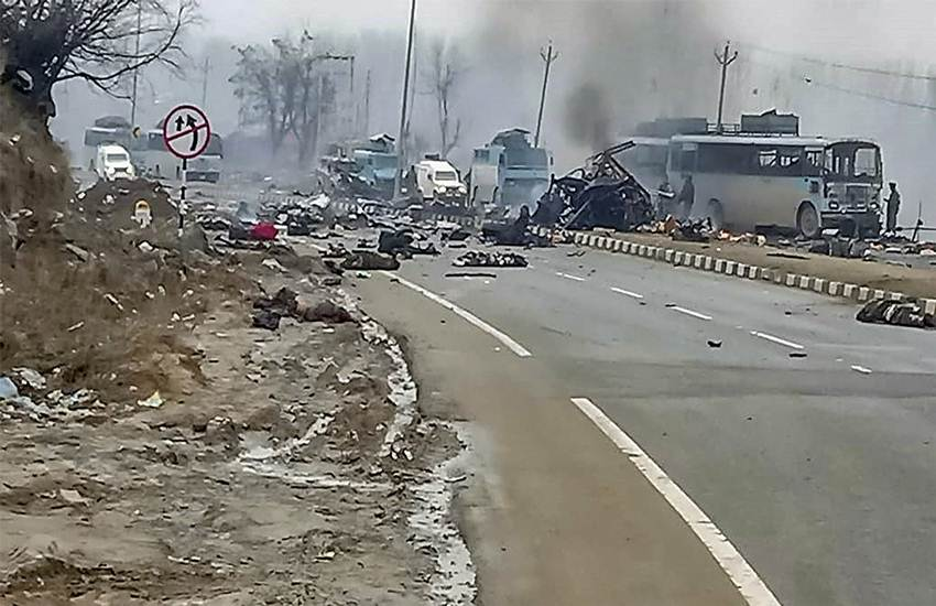 Pulwama Terror Attack, Kashmir Attack, Pulwama, JK, CRPF, Dantewada Attack, Naxals, JK News, State News, National News, India News, Hindi News, Pulwama Terror Attack, Jammu and Kashmir, Terrorist, Explosive, CRPF Bus, Uri Attack, Jammu and Kashmir, State News, Narendra Modi, Rajnath Singh, BJP, Ajit Dobhal, NSA, Srinagar, India News, Hindi News, पुलवामा आतंकी हमला, उड़ी आतंकी हमला, उरी हमला, जम्मू और कश्मीर, राज्य समाचार, हिंदी समाचार