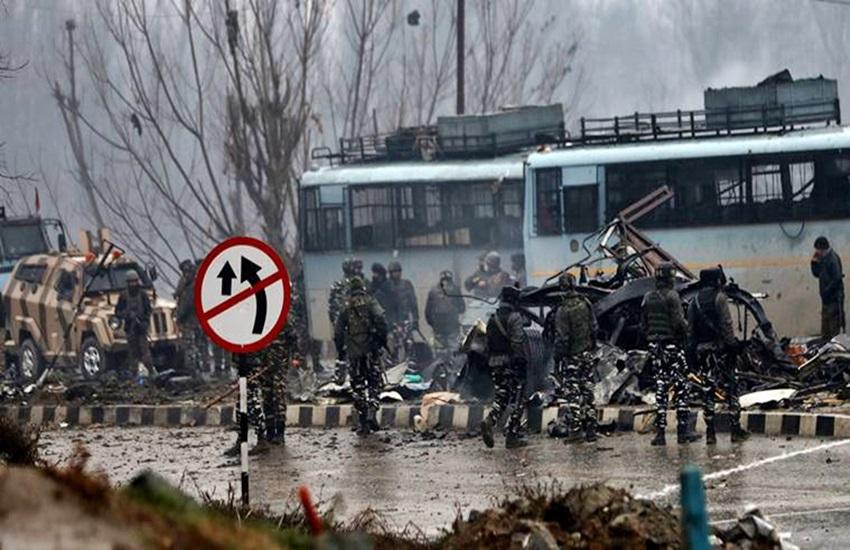 पुलवामा में हुआ हमला, फोटो सोर्स- इंडियन एक्सप्रेस