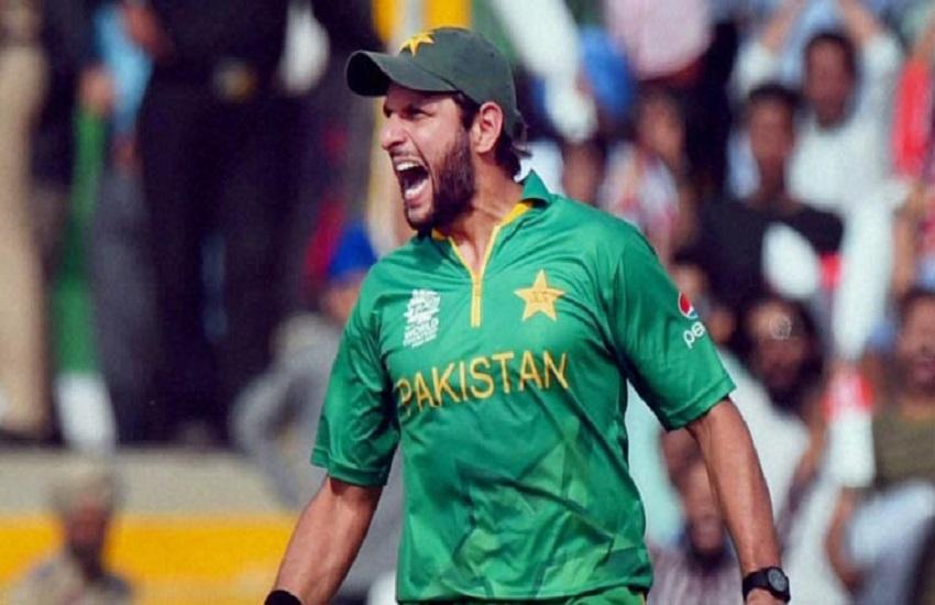 Shahid Afridi, Imran Khan, Pakistan Armed Forces, Pakistan Army, Imran Khan, Pakistan Air Force, Cricket