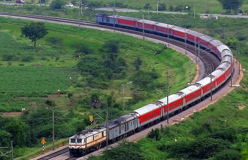 Indian Railways, Rajdhani Express, Delhi-Mumbai, Mumbai-Delhi, Central Railway, Run Time, Rajdhani Express, Chhatrapati Shivaji Maharaj Terminus, CSMT, Mumbai, Hazrat Nizamuddin Station, Delhi, Utility News, India News, Hindi News
