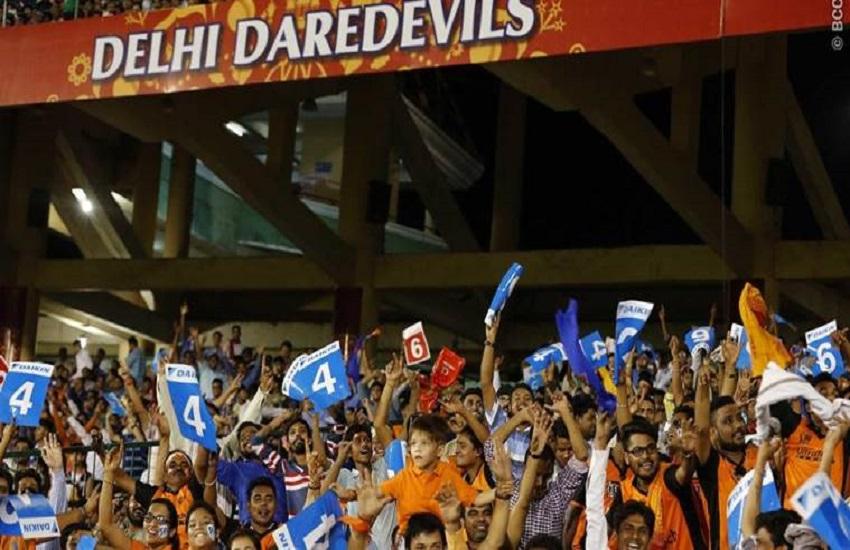 आईपीएल 2019, इंडियन प्रीमियर लीग, क्रिकेट न्यूज, IPL 2019, IPL, One lucky fan, Harrier Fan Catch, SUV, 1 lakh, single-handed catch of a six