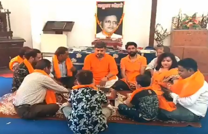 NathuRam Godse, HinduMaha sabha