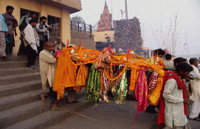 uneral procession, शवयात्रा, funeral, hindu religion, ram naam satya hai, religious reason of ram naam satya hai, शवयात्रा, राम नाम सत्य है, hindu religion symbol, hindu religion quotes, Etymology, Recognition of Hindu religion, religion news, parampara, tradition about shavyatra