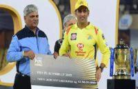 IPL 2019: हार के बाद धोनी ने ली चुटकी, बोले- हम एक दूसरे को बस ट्रॉफी कर रहेपास