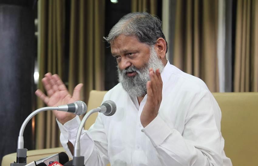 VIDEO: पत्रकार के सवाल पूछने पर गाना गाने लगे भाजपाई मंत्री अनिल विज, जानिए क्यों?