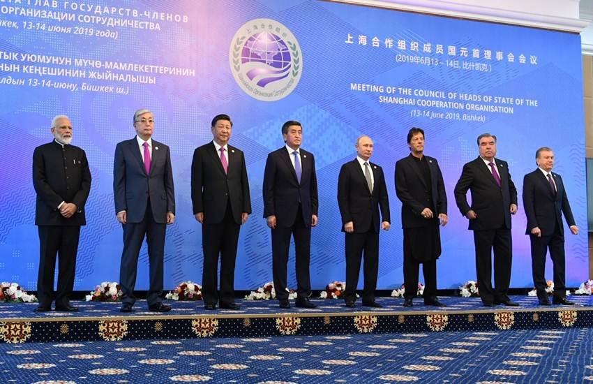 SCO Summit, Shanghai Cooperation Organisation Summit, SCO, Narendra Modi, India, PM Narendra Modi, Prime Minister, Distance, Pakistan, Imran Khan, Joint Photo Session, Second Day, SCO Summit, Bishkek, Afganistan, National News, India News, International News, Hindi News