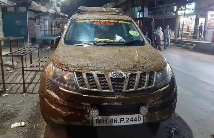Mahindra XUV500 covered with cow dung, Dr Dr Navnath Dudhal, suv cover with cow dung, vehicle covered with cow dung,