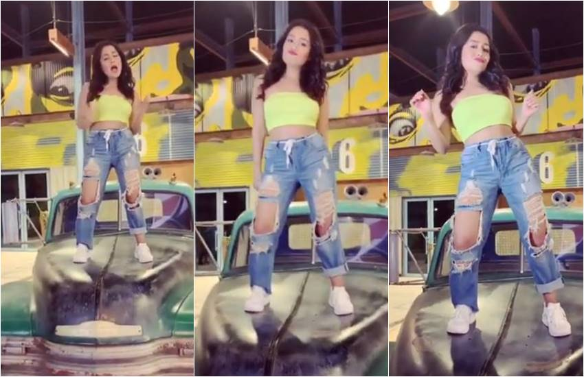 Neha Kakkar new Video, Neha Kakkar fans Loving her new Video, Neha Kakkar Fans, Bollywood Super Hit Singer Neha Kakkar, Neha Kakkar dancing Skills, Neha Kakkar Dancing with graceful moves, entertainment news, bollywood news, Neha Kakkar upcoming video sorry, entertainment news
