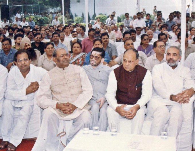 पूर्व दिल्ली बीजेपी प्रमुख मंगे राम गर्ग के साथ प्रधानमंत्री नरेंद्र मोदी