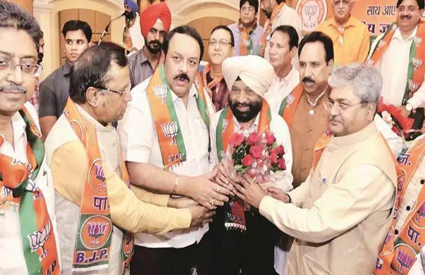 Dr Swaran Singh with BJP leaders