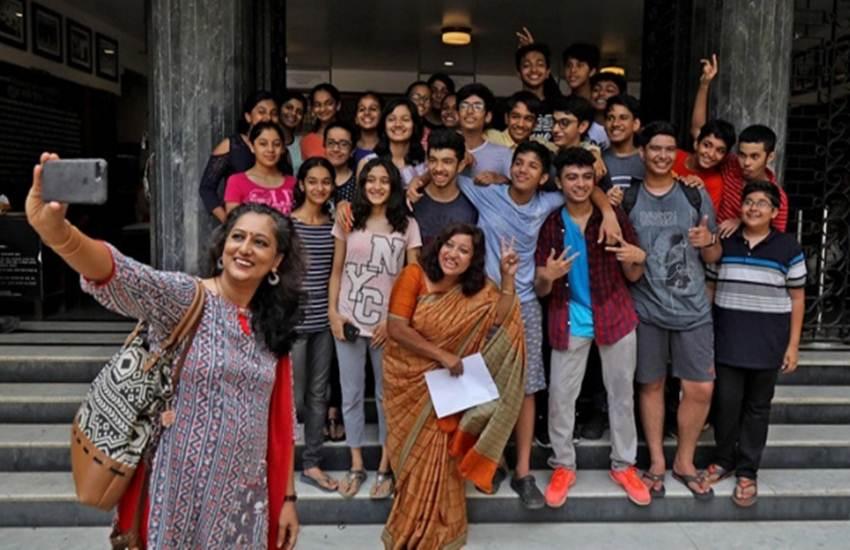 Guru Purnima, Union HRD Minister, Dr R.P Nishank, HRD Ministry, Campaign, #SelfiewithGuru, Twitter, Participation, Students, Teachers, Selfie, Teachers, Social Media, Highlight, Narendra Modi, PM, BJP, NDA, Trending News, Education News, National News, Latest News, Hindi News, guru purnima, Nishank, selfie with guru, #SelfieWithGuru, Modi, HRD Minister, RP Nishank, Ramesh Pokhriyal, education news, Hindi News