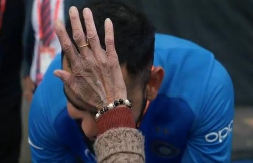टीम इंडिया की जबरा फैन, कोहली को चूम दिया विराट जीत का आशीर्वाद