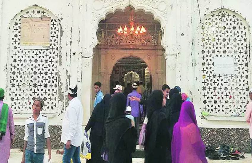 muslim women entry in mosque