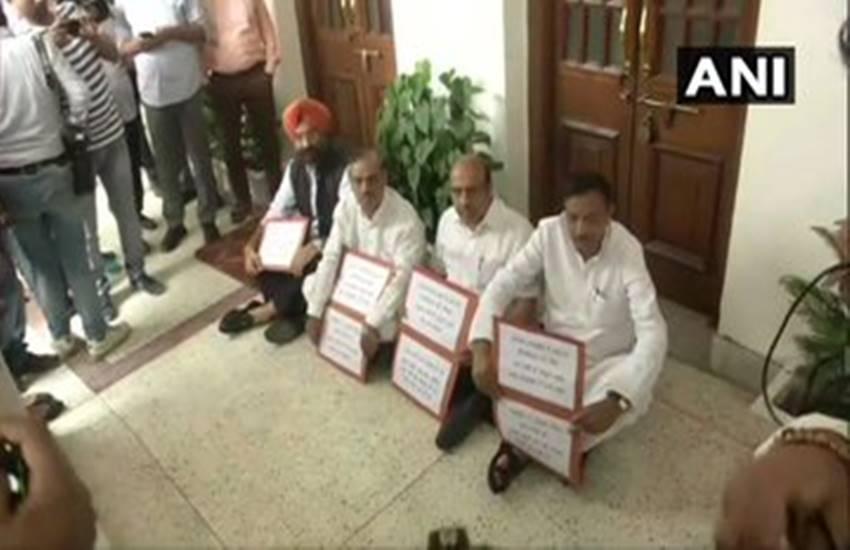Article 370, BJP MLA, Akali mla Sirsa, marshalled out, vijendra gupta, maninder singh sirsa, delhi assembly