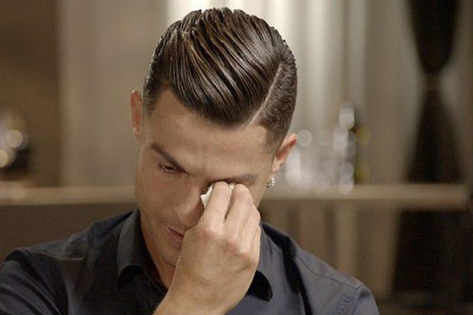 VIDEO: पिता की मौत के 15 साल बाद उनका ये वीडियो देखकर शो में ही फूट-फूटकर रोने लगे क्रिस्टियानो रोनाल्डो
